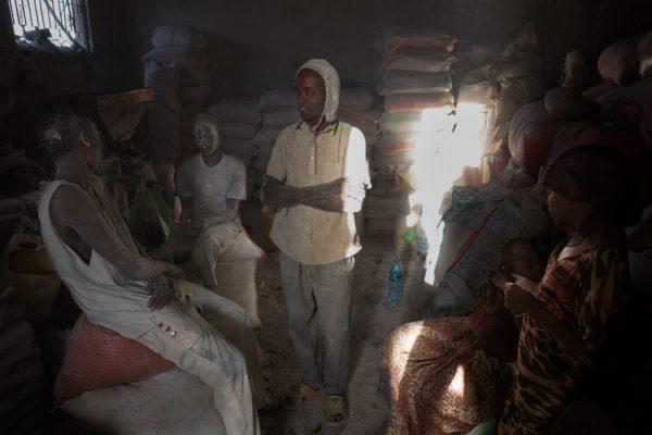 Men Work Männer Arbeit hombres trabajo Etiopía Ethiopien Ethiopia mill molino luces sombras retrato