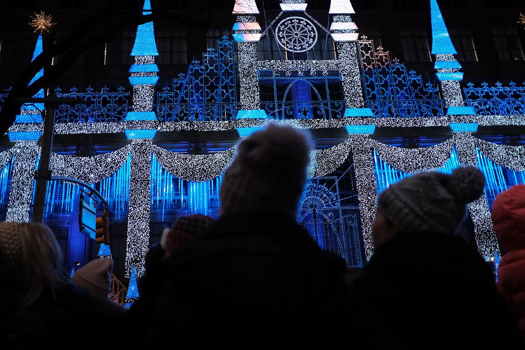 Christmas Rockefeller NYC NewYorkCity street color shadows blue azul urbano calle navidad Weihnachten engel angel ángel angel sombras Lichten night lights Nueva York NewYork Rockefeller Center nacht noche luces lichten