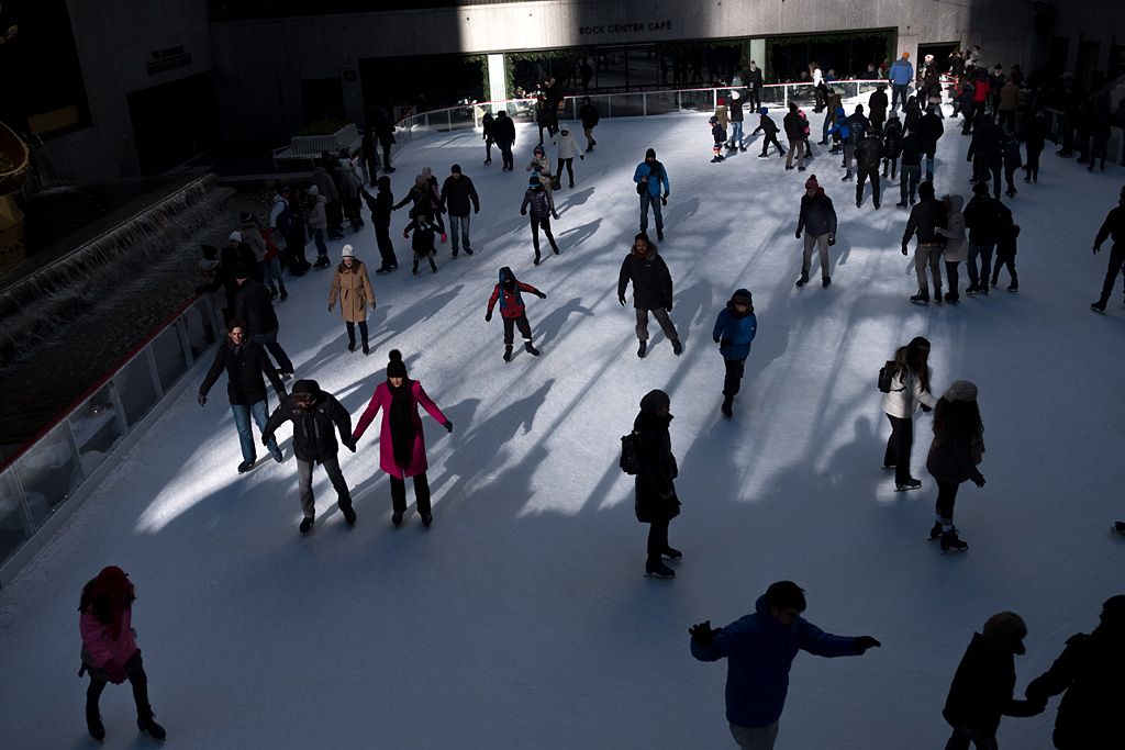 Christmas Rockefeller NYC NewYorkCity street color shadows lights urbano calle navidad Weihnachten sombras Lichten schaden luces Nueva York NewYork Rockefeller Center skater ring patinaje pista