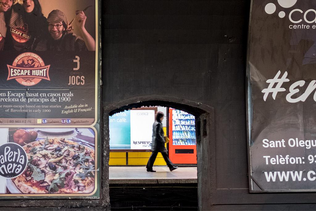 tube metro barcelona perspective perspectiva reader lector anarivasphotography anarivasimages