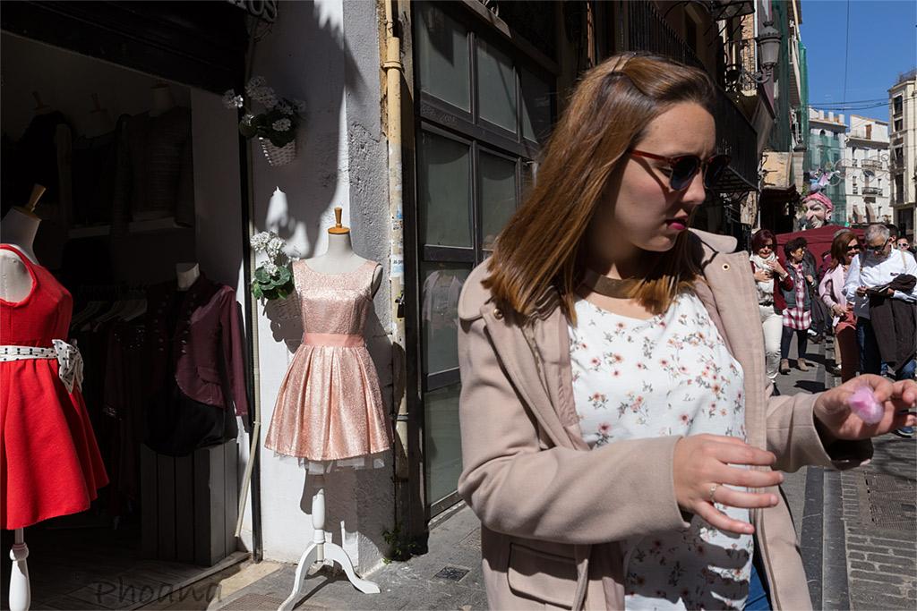 calle urbano street fashion sombra shadow Valencia fallas blue azul hand mano Hand