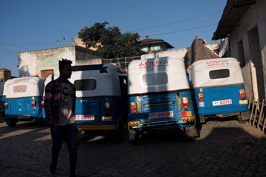etiopía ethiopia harar streetphotography africa streetlife street travel viajes urbana anarivasphotography anarivasimages silhouette silueta tuktuk tuk