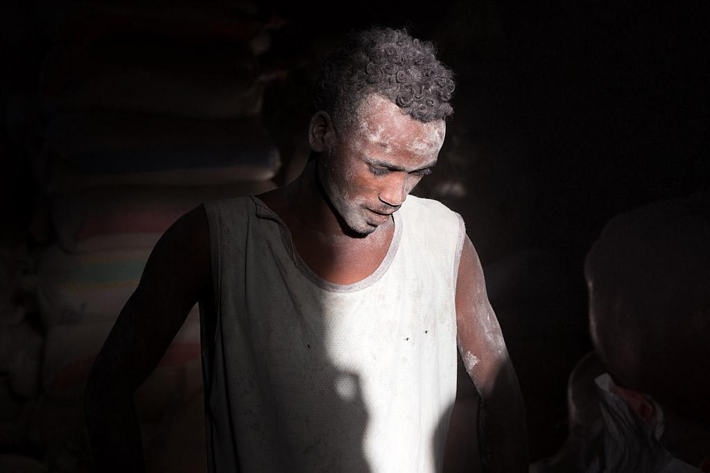 etiopía ethiopia harar streetphotography africa streetlife street travel viajes urbana anarivasphotography anarivasimages mill worker molinero